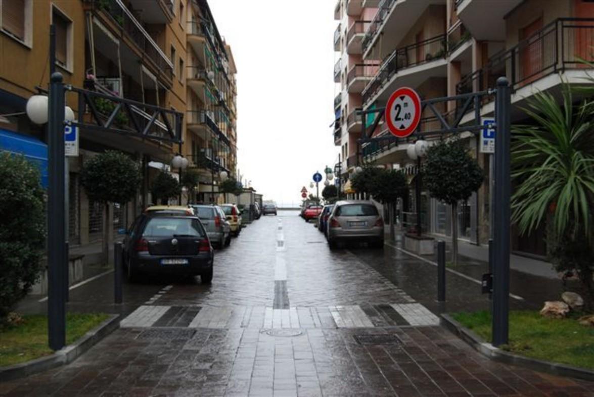 arredo urbano dissuasori portabici cartellonistica