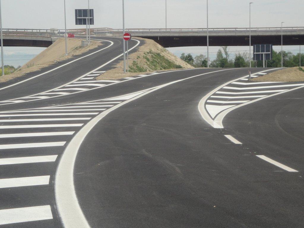 Segnaletica orizzontale pedonale stradale e per rotatoria lastimma srl for Arredo 3 srl legnago